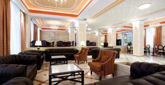 艾琪尔顿宫酒店 - 罗希姆诺 - 休息厅