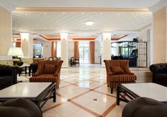 艾琪尔顿宫酒店 - 罗希姆诺 - 大厅