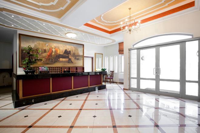 艾琪尔顿宫酒店 - 罗希姆诺 - 柜台