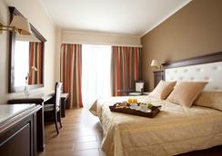艾琪尔顿宫酒店 - 罗希姆诺 - 睡房