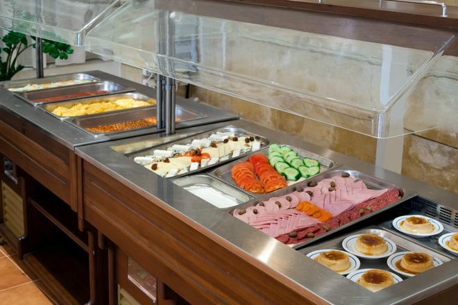 艾琪尔顿宫酒店 - 罗希姆诺 - 食物