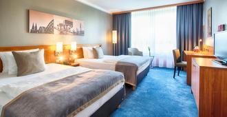 科隆波恩机场莱昂纳多酒店 - 科隆 - 睡房