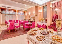 贝斯特韦斯特圣吉斯托酒店 - 的里雅斯特 - 自助餐