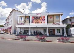 皇后酒店 - 帕拉马里博 - 建筑