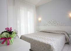 奥巴特瑞酒店 - 耶索洛 - 睡房