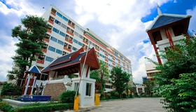 宜人套房酒店 - 曼谷 - 建筑