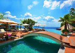 卡利马度假村及水疗中心 - 芭东 - 游泳池