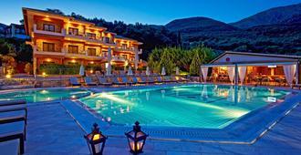 德拉克斯公寓酒店 - 帕尔加 - 游泳池