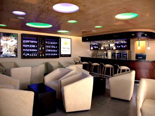 阿拉米达美居酒店 - 基多 - 酒吧