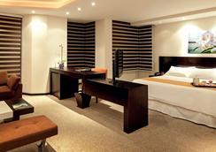 阿拉米达美居酒店 - 基多 - 睡房