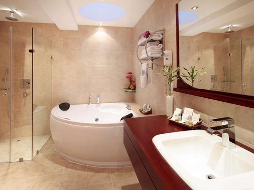 阿拉米达美居酒店 - 基多 - 浴室