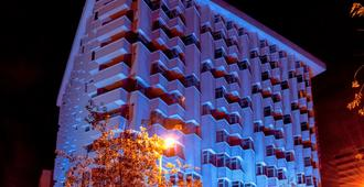阿拉米达美居酒店 - 基多 - 建筑