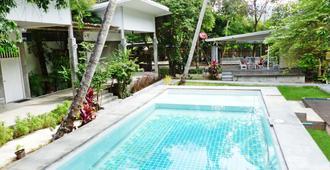 格拉旅馆 - 奥南 - 游泳池
