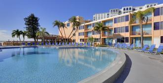 海豚滩度假酒店 - 圣皮特海滩 - 游泳池