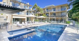 努沙庄园旅馆 - 奴沙岬 - 游泳池