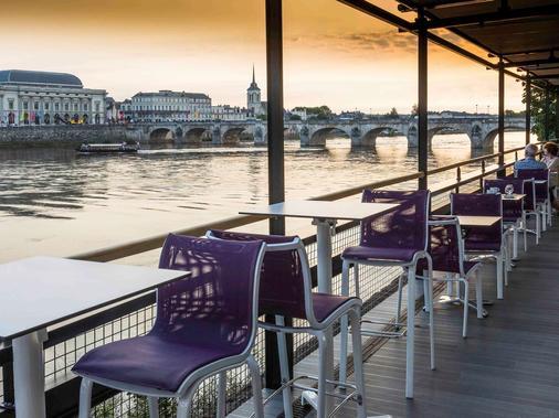 索米尔卢瓦尔河畔美居酒店 - 索米尔 - 酒吧