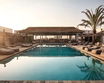 科斯奥库酒店 - 科斯镇 - 游泳池