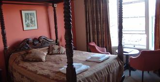 皇家大不列颠酒店 - 伊尔弗勒科姆 - 睡房