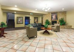 科罗拉多斯普林斯机场戴斯汽车旅馆 - 科罗拉多斯普林斯 - 大厅