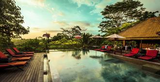 乌布丛林度假酒店 - 乌布 - 游泳池