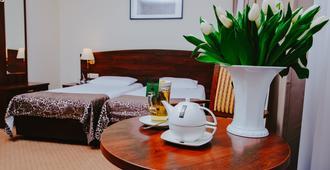 科瑞尔酒店 - 波兹南 - 睡房