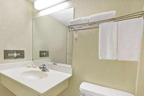 速8南印第安纳波利斯酒店 - 印第安纳波利斯 - 浴室