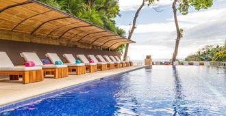 洛斯拉图斯自然保护区酒店 - 曼努埃尔安东尼奥 - 游泳池