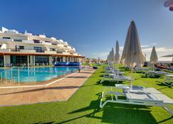 SBH 水晶海滩套房酒店 - 限成人 - 科斯塔卡玛 - 游泳池