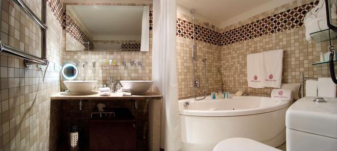 帕拉西奥卡萨加勒萨酒店 - 马略卡岛帕尔马 - 浴室