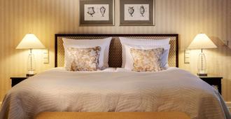 纳索尔霍夫酒店 - 威斯巴登 - 睡房
