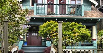 A套房@基斯兰诺小屋酒店 - 温哥华 - 建筑