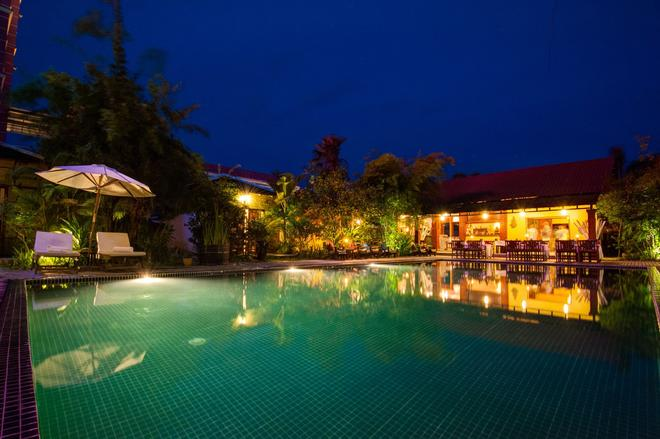 皮卡别墅酒店 - 马德望 - 游泳池