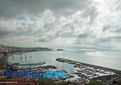 月神卡普雷塞酒店 - 那不勒斯 - 海滩