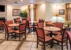 优质酒店 - 湖城 - 餐馆