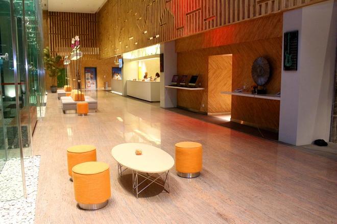 古邦哈里斯酒店及会议中心 - 泗水 - 大厅