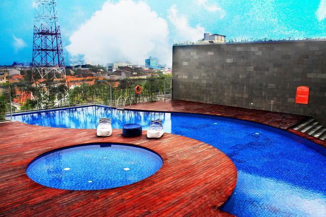 古邦哈里斯酒店及会议中心 - 泗水 - 游泳池