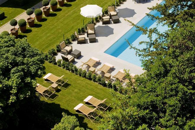 英格兰旅馆和公寓 - 洛桑 - 游泳池