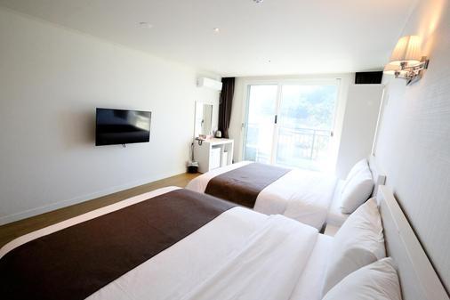 情侣度假村酒店 - 济州 - 睡房