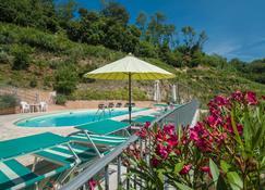 格里物里维迪蒙塔尔巴诺酒店 - 斯培西亚 - 游泳池