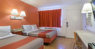 西北托皮卡第6汽车旅馆 - 托皮卡 - 睡房