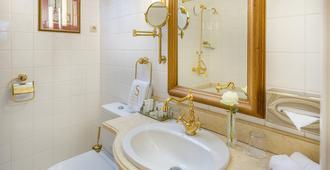 瑞莱沙托斯思提吉莱堡酒店 - 维尔纽斯 - 浴室