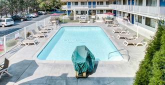 格兰茨帕斯6号汽车旅馆 - 格兰茨帕斯 - 游泳池