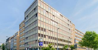 格鲁斯瓦特法兰克福A&O酒店 - 法兰克福 - 建筑