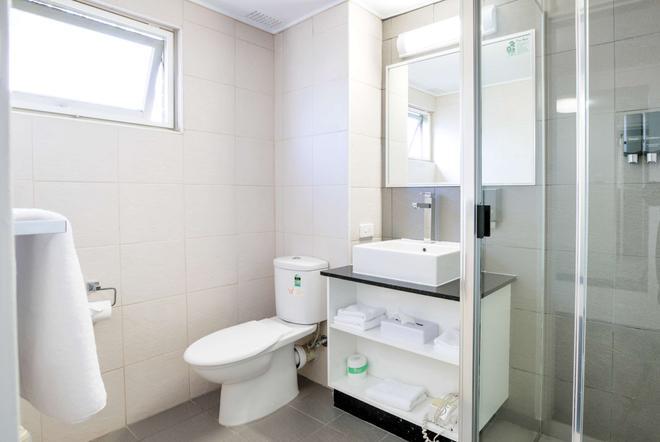 最佳西方斑马汽车旅馆 - 科夫斯港 - 浴室