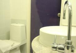 查登萨通酒店 - 曼谷 - 浴室
