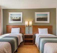 斯帕坦堡 - 阿什维尔高速公路家乡开放式客房红屋顶酒店