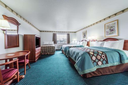 速8威德福汽车旅馆 - 韦瑟福德 - 睡房