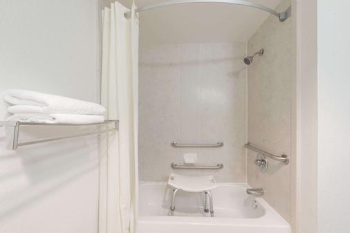 速8威德福汽车旅馆 - 韦瑟福德 - 浴室