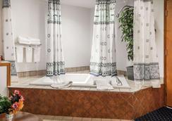 西雅图西塔机场北环保酒店 - 塔奇拉 - 浴室