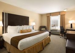 戈尔登华美达酒店 - 戈尔登 - 睡房